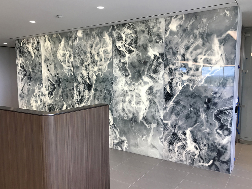 Onyx-effect feature wall from Spanlite